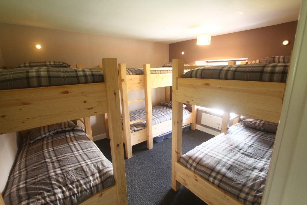Tay bunkhouse three bunk room