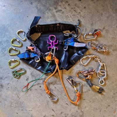 Technical canyoning harness